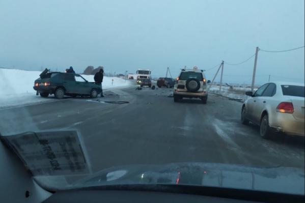 Пьяный водитель отечественной легковушки признался, что он уснул за рулем