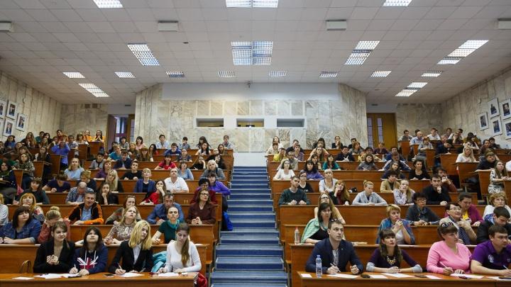 Вирус косит и студентов, и преподавателей: в волгоградских вузах разгораются очаги COVID-19