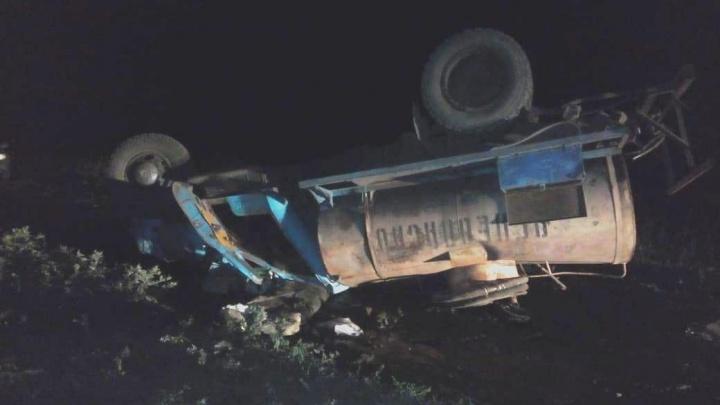 В Павлоградском районе перевернулась автоцистерна — погиб водитель