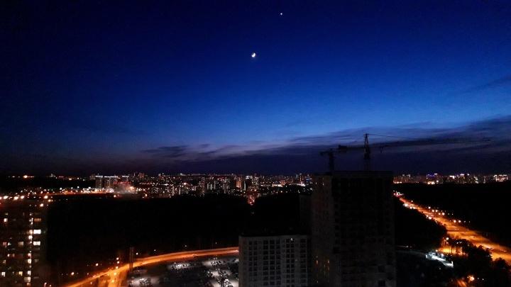 В ночном небе над Екатеринбургом в последний раз встретились Луна и Венера