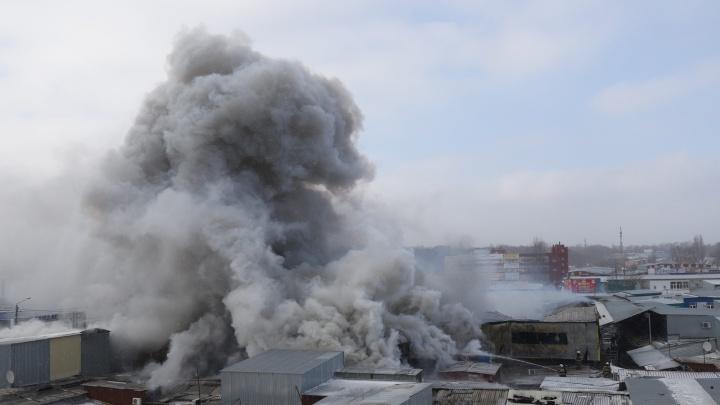 Огонь потушили, дорогу открыли. Как горел рынок «Классик» — онлайн