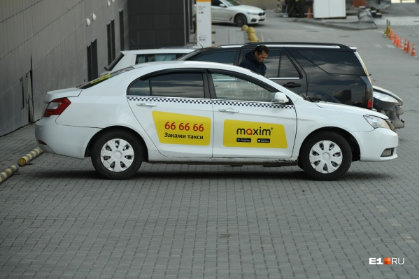 Уральские таксисты решили оспорить указ губернатора об установке перегородок в автомобилях