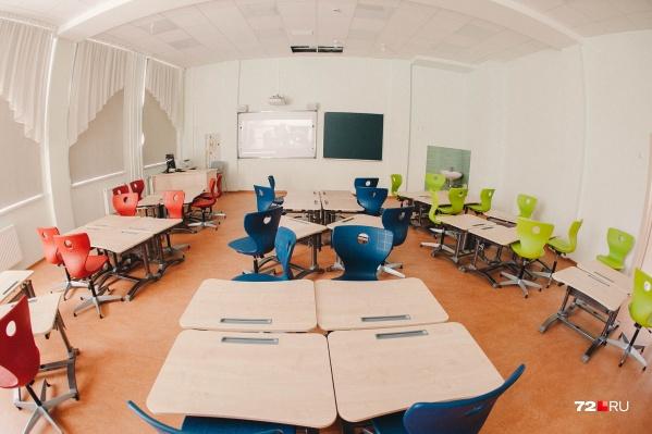 В департаменте не стали уточнять, в каких именно школах классы отстранили от посещения занятий