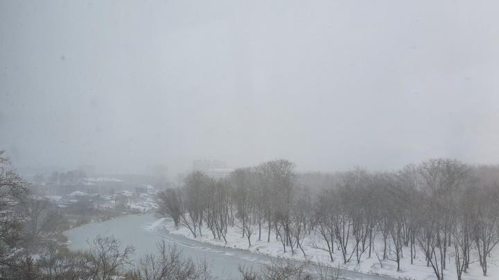На Курганскую область надвигаются сильные дожди и снегопады
