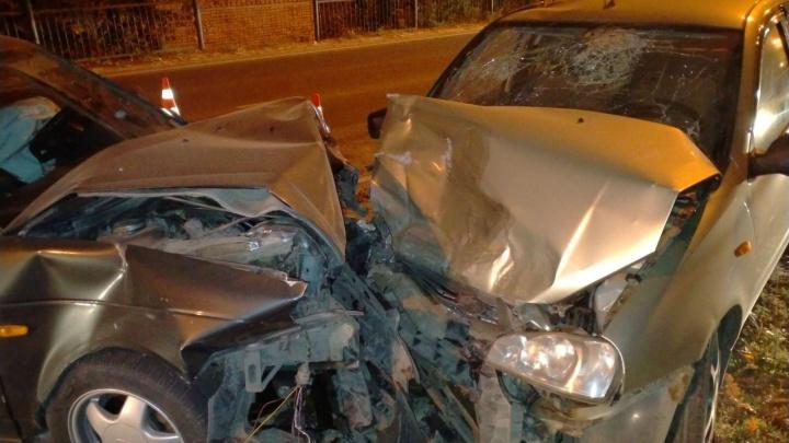 Лоб в лоб: в Тольятти молодой водитель на «Калине» влетел в «Приору»