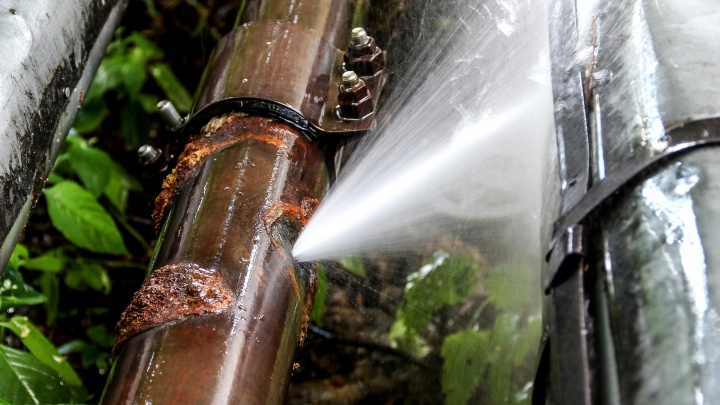 Из-за аварии на сетях «Теплоэнерго» без горячей воды осталась почти тысяча квартир