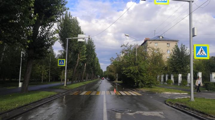 В Новосибирске ищут мужчину на зеленом мотоцикле, сбившего 7-летнюю девочку