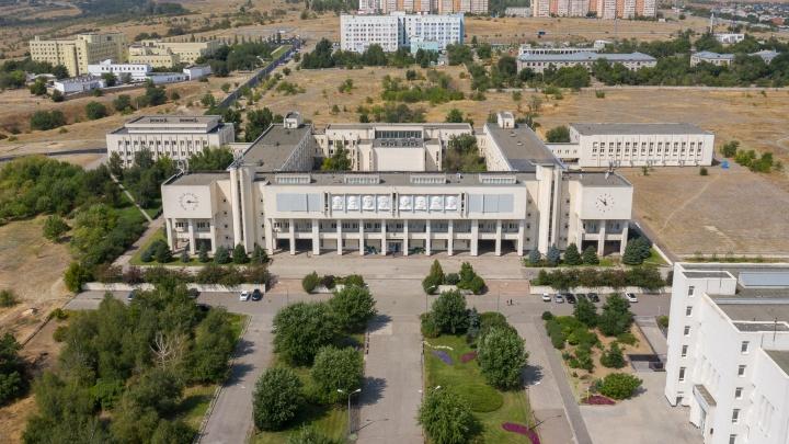 С вертолетной площадкой по центру: в Волгограде хотят застроить пустырь за кардиоцентром