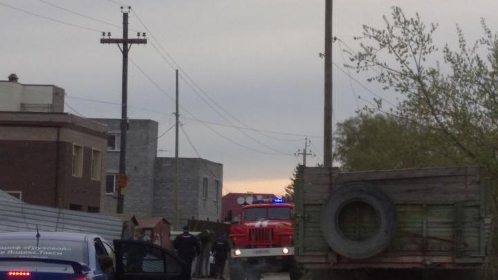 «Если это рванёт, мы все по очереди взлетим»: на улице Тульской мусор горит недалеко от газовой трубы