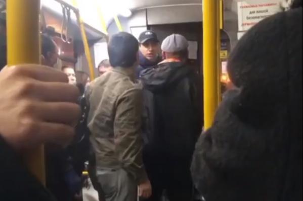 Мужчина отказывался выходить из автобуса
