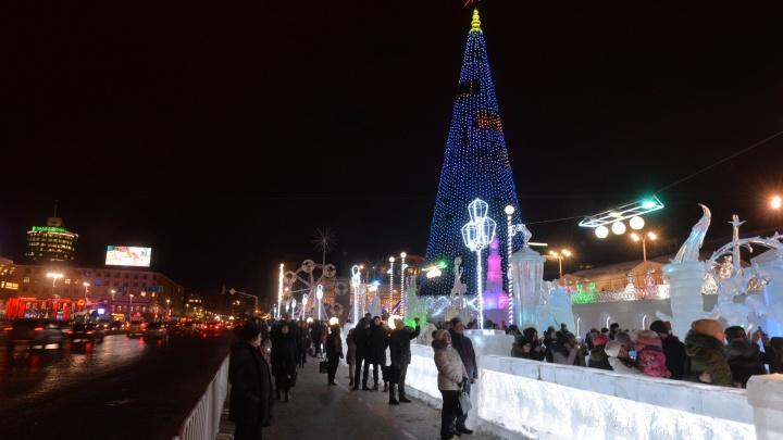 Мэр Екатеринбурга объяснил, почему город каждый год тратит деньги на аренду новогодней елки и не покупает свою