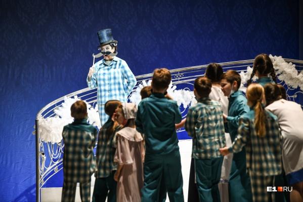 Рождественский концерт в театре начнут играть с 18 декабря