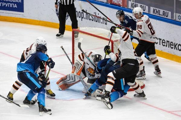 «Сибирь» пропустила две шайбы во время матча
