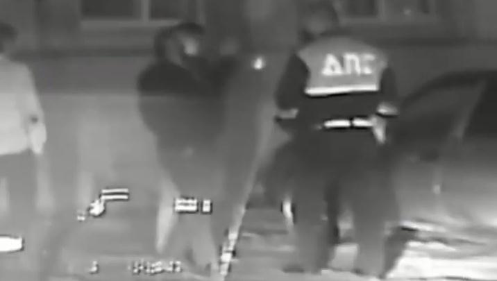 В Волгограде при задержании пьяного гонщика толпа цыган набросилась на полицейских — видео