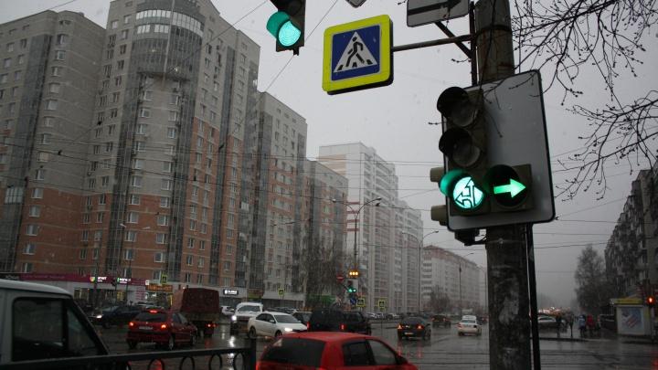 На Уралмаше и в Академическом изменили правила проезда проблемных перекрестков: публикуем схемы