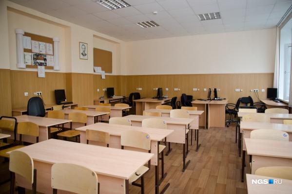 Вполне возможно, что такая картина — пустые классы и коридоры — в новосибирских школах будет уже в ближайшие дни