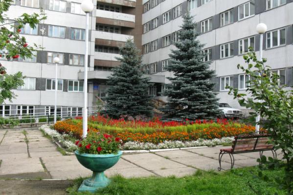 В Красноярске врио главврача госпиталя ветеранов войн выпала из окна 5-го этажа больницы<br>