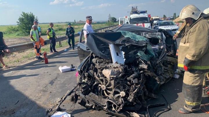 Семья разбилась на трассе под Ростовом: отец направил автомобиль на встречку