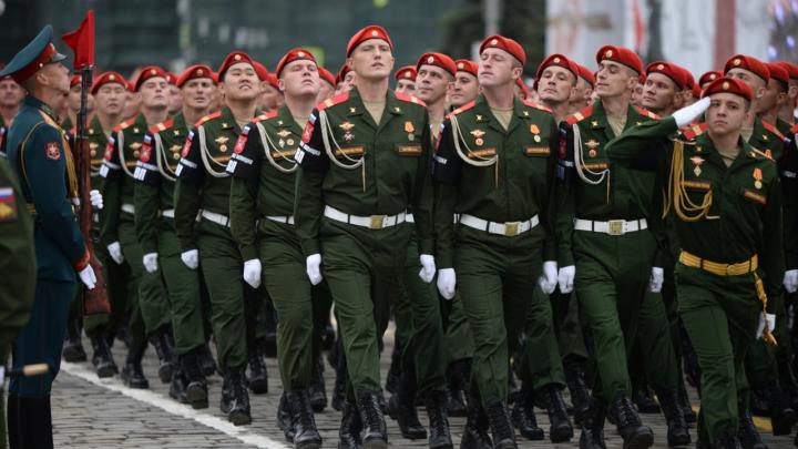 Центр Екатеринбурга патрулируют отряды военной полиции: в ЦВО рассказали, что происходит