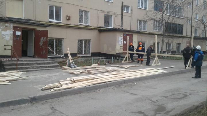 В Перми начался ремонт подъезда в доме на улице Чернышевского, где взорвался газ