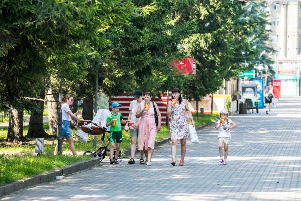 До 12 июля в Красноярске держится режим самоизоляции, поэтому большинство площадок для массового отдыха просто закрыты