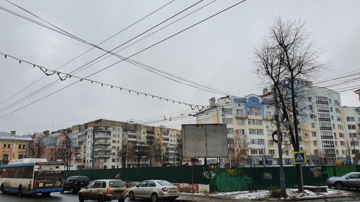 Мэрия отобрала у бизнесмена и выставила на продажу долгострой в центре Ярославля
