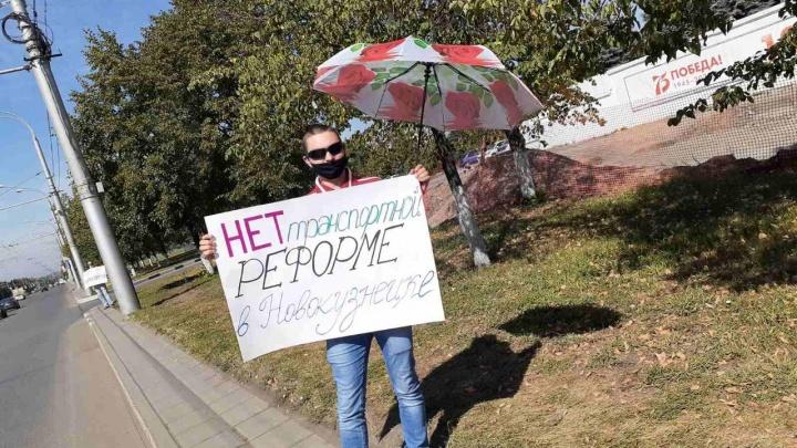 «Мэр продал нас как рабов»: новокузнецкие перевозчики устроили протест у городской администрации