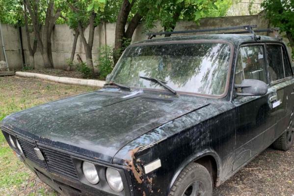 Машина, на которой скрылись неизвестные после ограбления инкассаторов