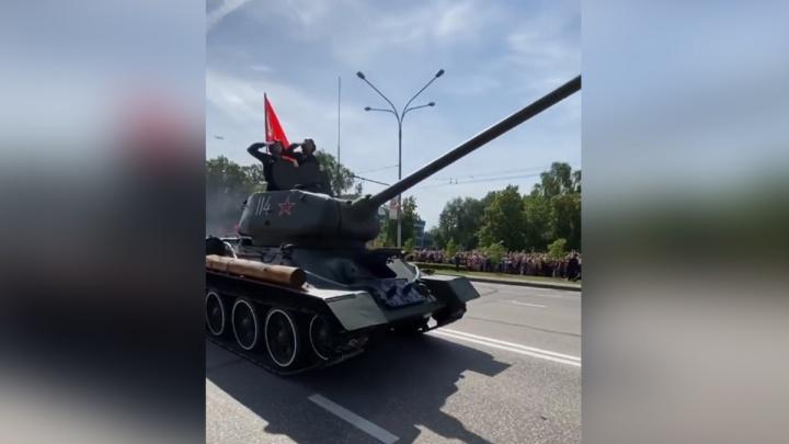 В Новокузнецке прошёл торжественный марш. Жители региона делятся фото в соцсетях