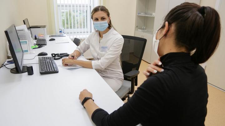 Невусы, загар и папилломы: дерматовенеролог ответил на 10 вопросов о нашей коже