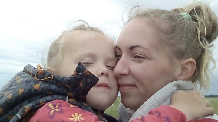 Мать-одиночка осталась без жилья, работы и денег во время пандемии — вот как она выкарабкалась