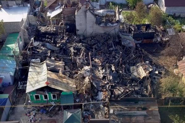 Пламя выжгло 10 домов