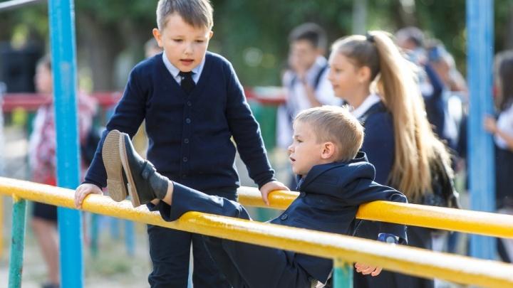 «Зачем устраивать всю эту показуху»: родители волгоградских школьников — об отмене линеек