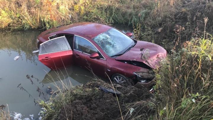 В Устьянском районе водитель «Мазды» съехал в кювет и скрылся с места ДТП