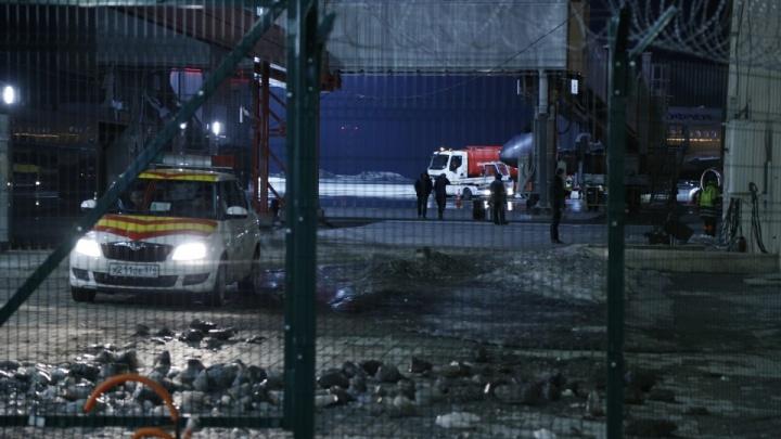 Силовики досматривают самолёт Москва — Челябинск из-за сообщения о бомбе