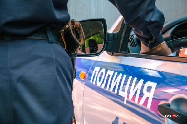Экипаж Росгвардии патрулировал улицу, когда их внимание привлекли два пьяных мужчины