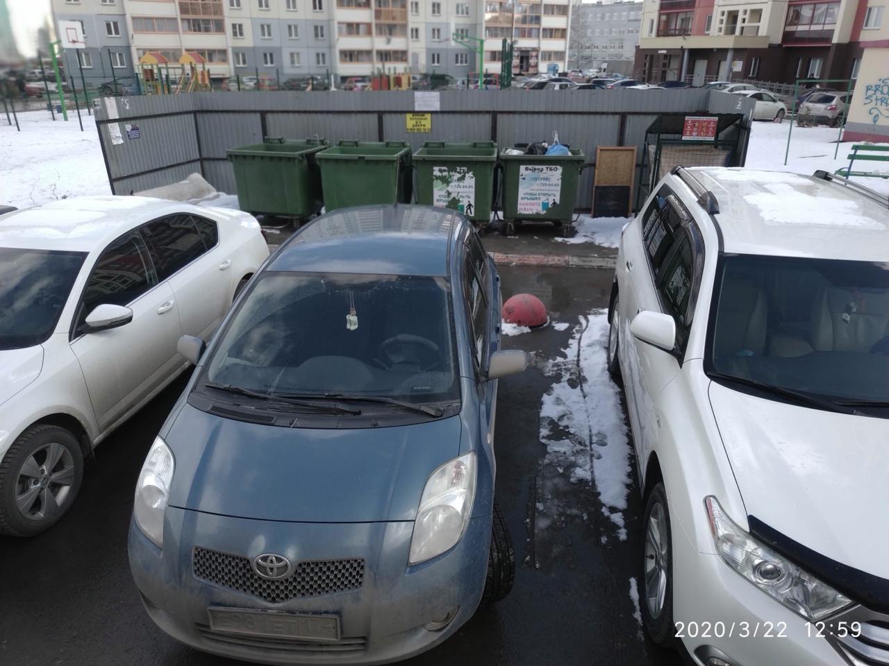 Это — пример того, как нельзя парковаться