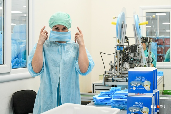 В Свердловской области лишь два предприятия делают медицинские маски