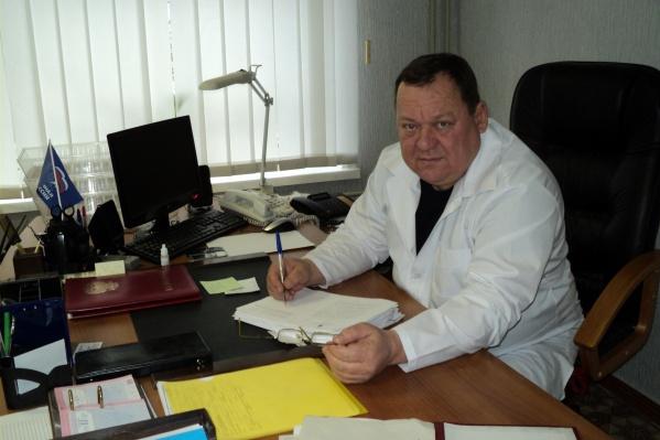 Олег Чернобай является заслуженным врачом РФ