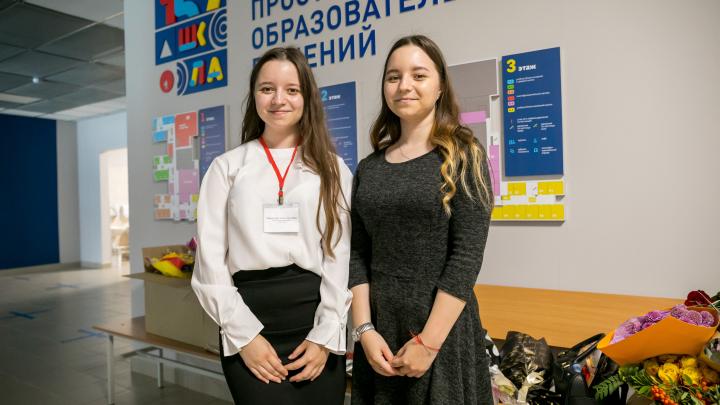 В красноярской школе учителями начальных классов стали сестры-двойняшки
