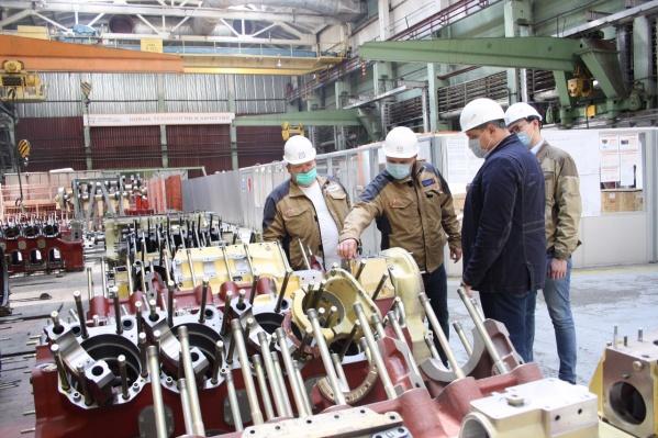 На предприятие приходят эксперты и помогают усовершенствовать производство без вложений