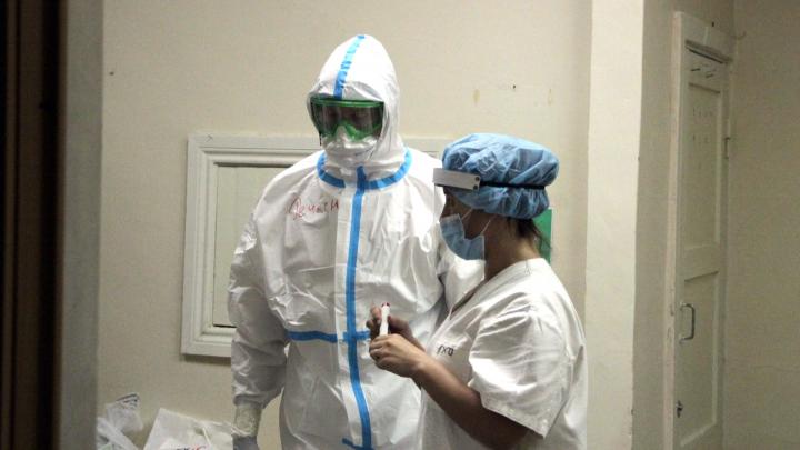 В Омской области впервые выявили больше 200 заболевших коронавирусом за сутки