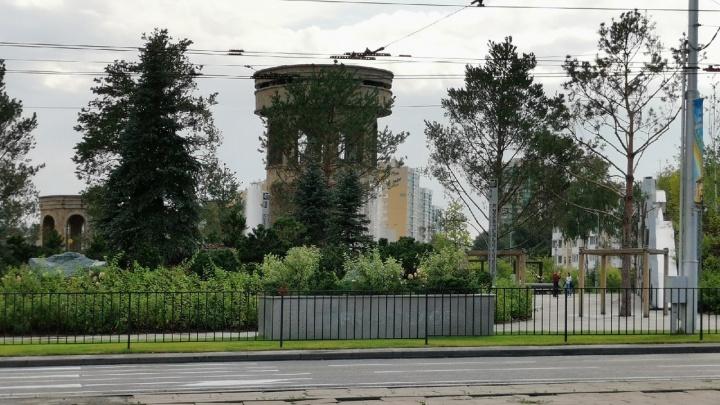 Илья Середюк предложил заменить металлические ограды вдоль дорог кустарниками. ГИБДД поддержала