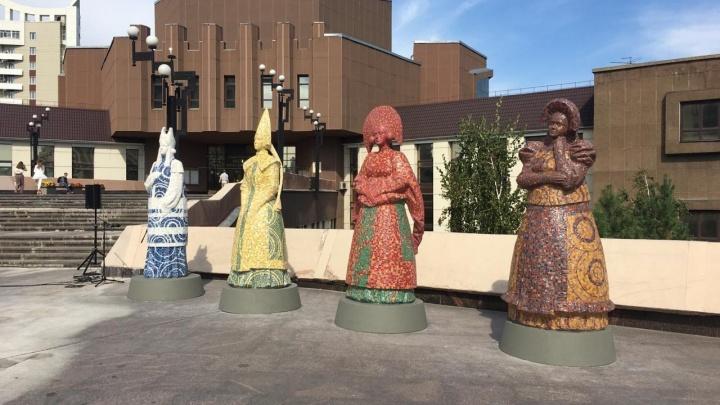 Статуи Христа и апостолов заменили мозаичными женщинами: смотрим на новый арт-объект у института искусств