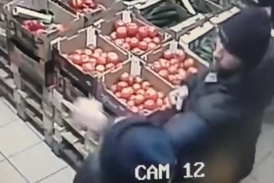 Драка произошла у фруктового отдела
