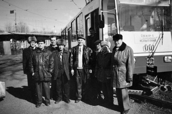 Этот снимок был сделан во время одной из пробных поездок по городу в 1998 году на конечной станции «ВИЗ»