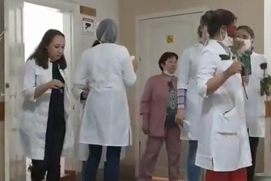 Уфимка — о пациенте с подозрением на COVID в поликлинике: «Продезинфицировали кабинет и пошли праздновать»
