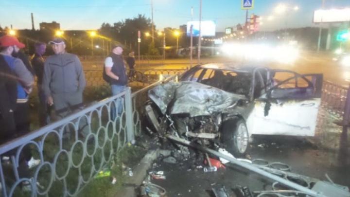 Дорожное видео недели: сгоревший после столкновения Mercedes, погоня за малолеткой и ДТП с каршерингом
