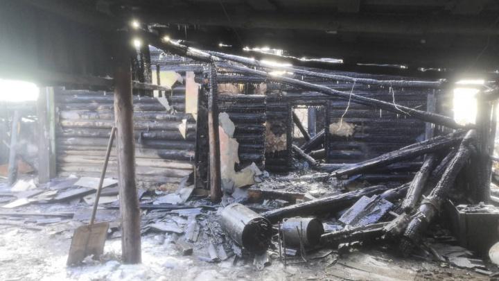 Замкнуло самодельный обогреватель: в Зауралье при пожаре погиб мужчина