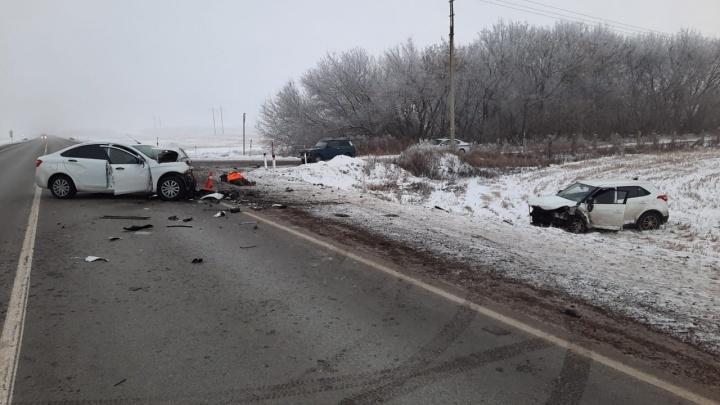 В Башкирии «Лада-Веста» и Hyundai Creta разбились на зимней дороге